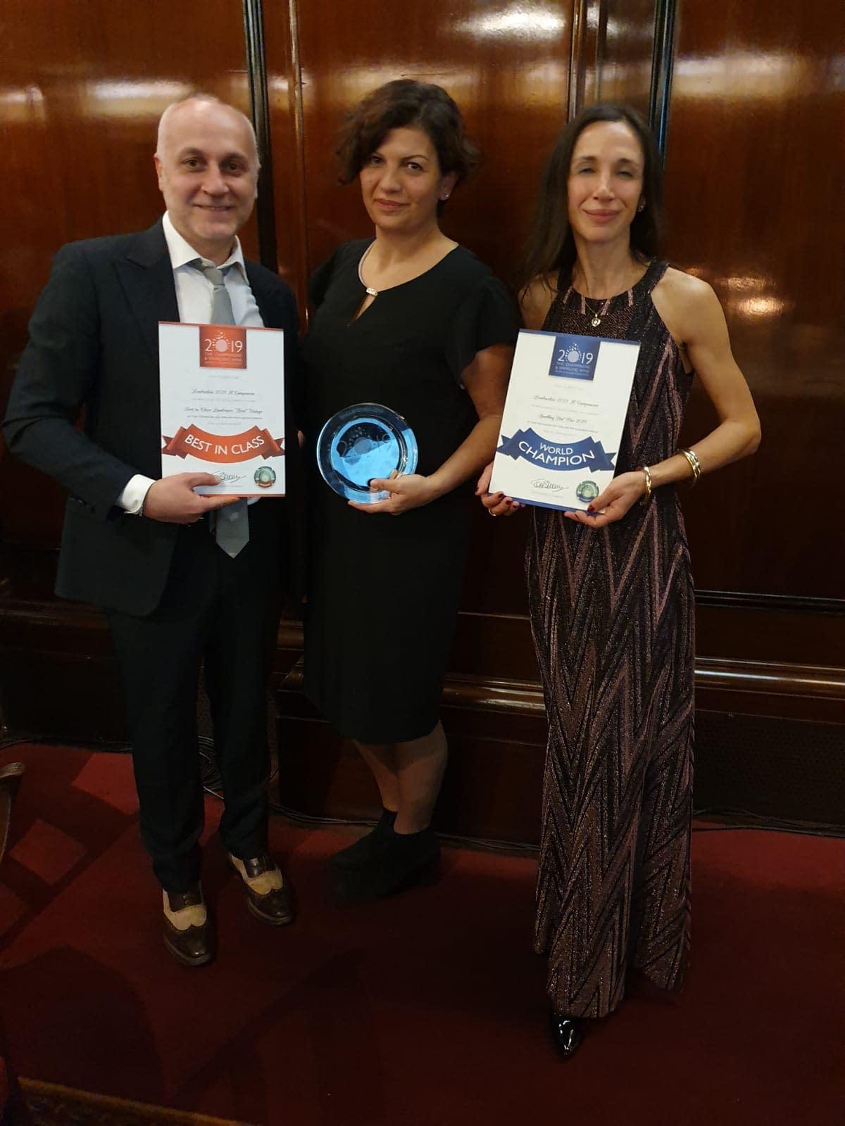 Nadia Iacovelli and Mirko Kusturin with the winner of the World Champion Sparkling Red Wine 2019 - Lombardini 2018 Il Campanone